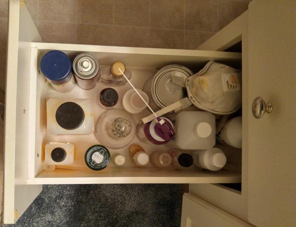 Drawer for liquids